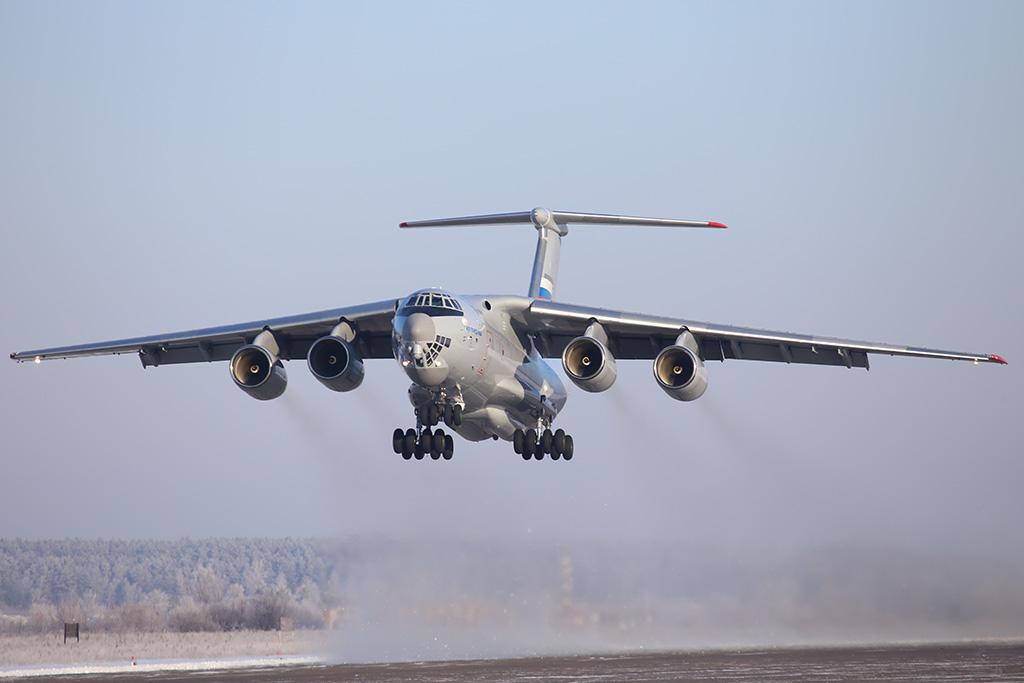 Тяжелый военно-транспортный самолет Ил-76МД-90А